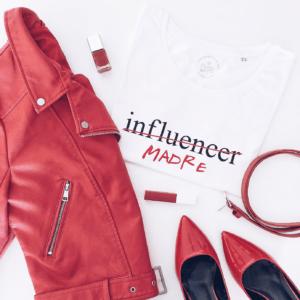 Camiseta chica influencer madre