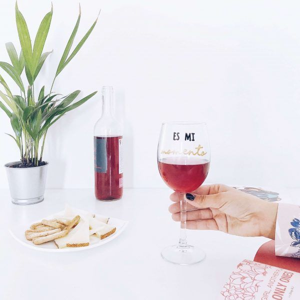 copa de vino con mensaje
